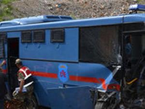 Cezaevi aracı devrildi: 1 ölü, 6'sı asker 9 yaralı