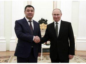 Kırgızistan Cumhurbaşkanı Caparov, ilk yurt dışı ziyaretini Rusya'ya gerçekleştirdi
