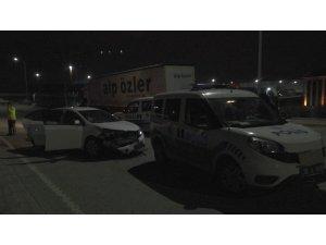 Polisten kaçan alkollü sürücü 2 ekip otosunda çarparak durabildi