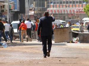 Taş atanları HDP Başkan dağıttı