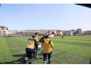 Kalp krizi geçiren 112 personeline ambulans helikopter yetişti