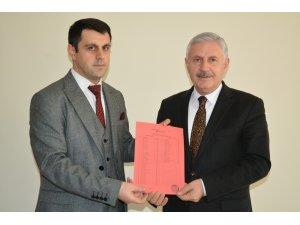 AK Parti'li Özbek mazbatasını aldı