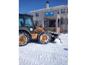 VASKİ'den eğitime kar temizliği desteği