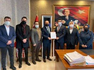 AK Parti İl Başkanı Kemikkıran, mazbatasını aldı