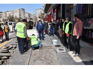 Başkan Beyoğlu önce kaldırım çalışmalarını inceledi, ardından vatandaşlara misafir oldu