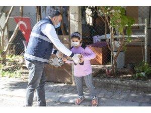 Büyükşehir Belediyesi, mahallelerde süt dağıtımına devam ediyor