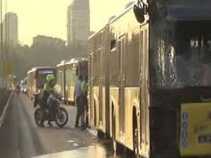 Boğaziçi Köprüsü'nde iki metrobüs çarpıştı