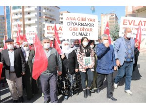 HDP önündeki ailelerin çığlığı her geçen gün büyüyor