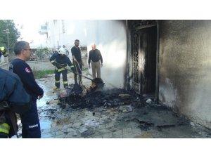 Hurda ve kağıt toplayıcılarının bıraktığı malzemeler yangına sebep oldu