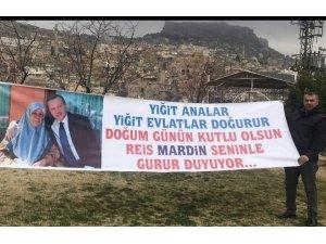 Mardin'de esnaf Cumhurbaşkanı Erdoğan'ın doğum gününü pankart açarak kutladı