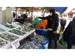 Balıkçılar da vatandaşlar da hamsiden umudunu kesti