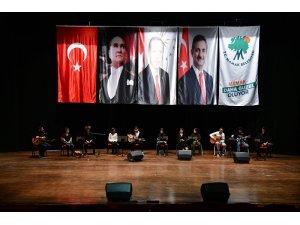 Mamaklı gitaristler sahnede