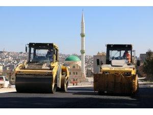 Şanlıurfa'da yeni açılan yollara asfalt dökülüyor