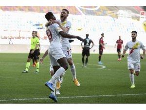 Süper Lig: Gençlerbirliği: 0 - Yeni Malayatspor: 1 (İlk yarı)