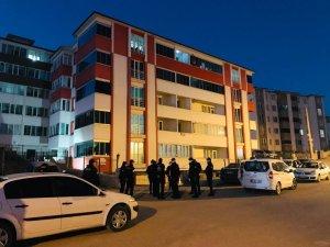 Pozitifli vakaların bulunduğu apartman karantina altına alındı