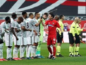 Süper Lig: Beşiktaş: 3 - Y. Denizlispor: 0 (İlk yarı)