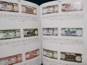 Kraliçe Elizabeth'in adına basılan tüm paralar tek kitapta toplandı