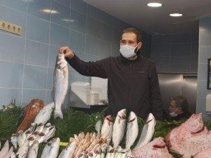 Cumhurbaşkanı Erdoğan, Çengelköy'de balık aldı