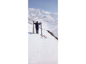 VEDAŞ ekipleri tahta kayaklarla arızaları gideriyor