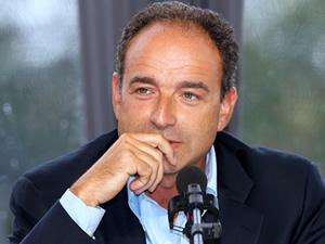 Fransa'da ana muhalefet lideri istifa etti!
