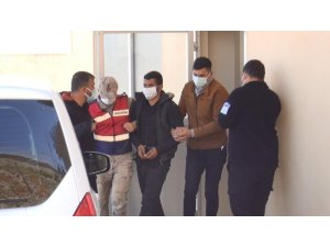 DEAŞ'lı 3 terörist, Suriye sınırında patlayıcılarla yakalandı
