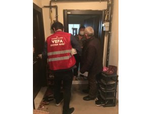 Karabük'te karantinadaki apartmana VEFA'dan yardım