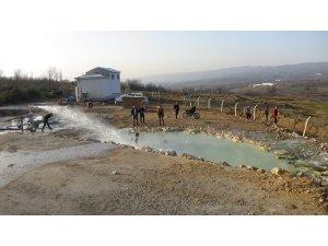 Açık havada doğal termal havuz keyfi