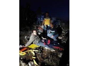 Kayalıklarda mahsur kalan 2 çoban helikopter ile kurtarıldı