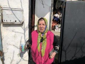 """Yangında eşyaları yanan yaşlı kadın: """"Tek yaşıyorum, çok korktum"""""""