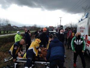 Sakarya'da kazada ortalık savaş alanına döndü: 2'si çocuk 6 yaralı