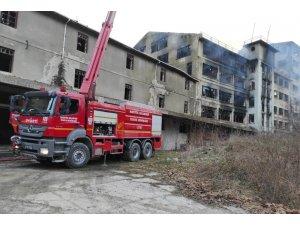 Eski un fabrikasında yangın