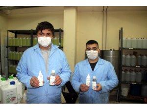 Öğretmen ve öğrenciler ilki başardı, sıfır alkollü bitkisel dezenfektan üretti