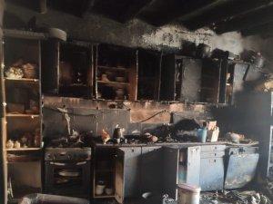 Hakkari'de 7 nüfuslu ailenin evi yangında kül oldu