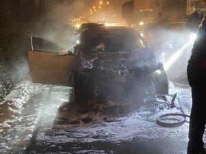 Bugün aldığı otomobili alev alev yandı