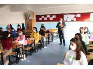 Hakkari'de 379 okulda yüz yüze eğitim başladı