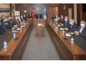 Başkan Seçer iş dünyasıyla buluştu, yatırımlar masaya yatırıldı