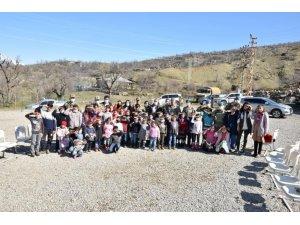 Mehmetçikten Hakkari'deki ilkokul öğrencilerine ziyaret