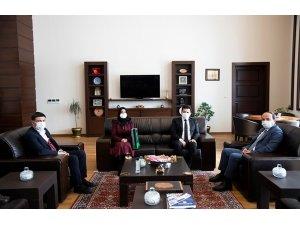 Yeşilay Erzurum Şubesi yönetiminden Rektör Çakmak'a ziyaret