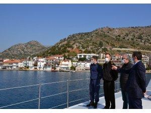 Vali Tavlı, kaçak yapıları denizden inceledi