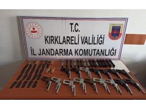 Kırklareli'nde yola atılmış şüpheli poşette onlarca tabanca parçası bulundu