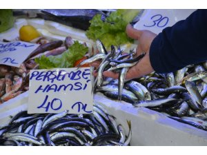 Hamsi kırmızı etle yarışıyor: Fiyatı 40 lira