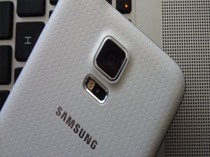 Samsung'dan dev telefon