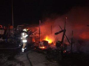İzmir'de kamyon bakım istasyonunda yangın paniği