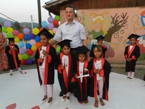 Çocuk işçiliğine dans ederek dikkat çektiler