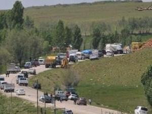 PKK Muş'ta yolu ulaşıma kapattı!