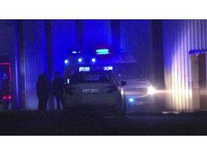 Tuzla'da yangının çıktığı fabrikadan yaralı bir işçi çıkarıldı
