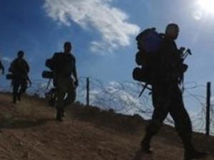Diyarbakır'da askerlere saldırıldı