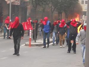Polisi molotofla yaktılar
