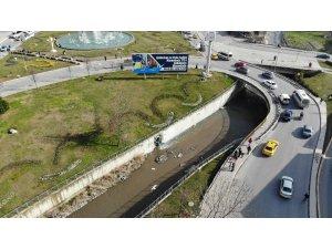 Esenyurt'ta Haramidere kanalına karışan fabrika atıkları çevreyi kirletiyor