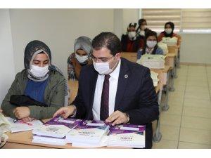 Şanlıurfa'da 600 öğrenciye eğitim desteği